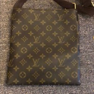 Louis Vuitton Bags - Louis Vuitton monogram crossbody